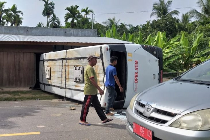 Bus Pengangkut ASN Terbalik akibat Rem Blong, Begini Kondisinya - JPNN.com