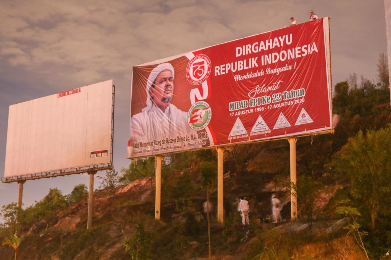 Spanduk Gambar Habib Rizieq Bertebaran Jelang HUT RI, Jawaban Habib Novel Mengagetkan - JPNN.com