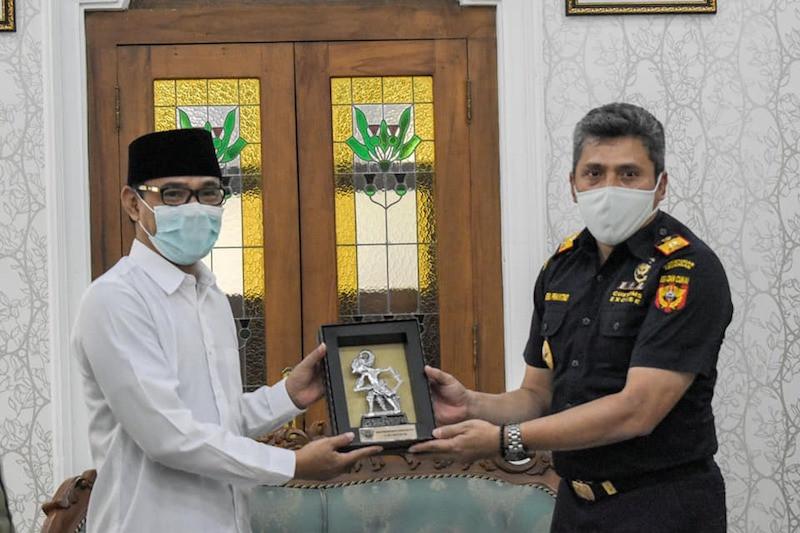 Sinergi Bea Cukai Magelang dan Pemkab Temanggung Kembangkan Industri Hasil Tembakau - JPNN.com