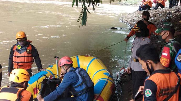 Remaja 18 Tahun yang Tenggelam di Sungai Cisadane Sulit Ditemukan - JPNN.com