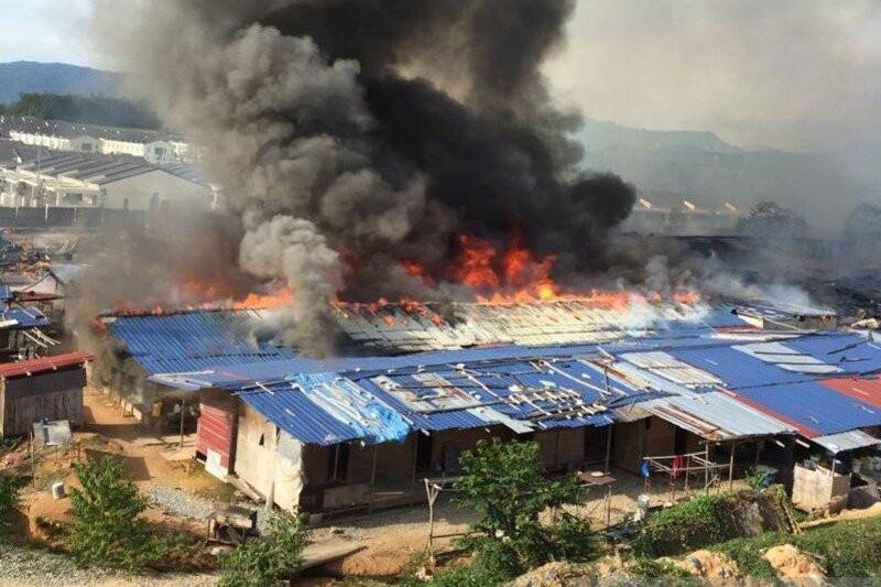 Puluhan Rumah Bedeng TKI di Malaysia Habis Dilalap Api - JPNN.com