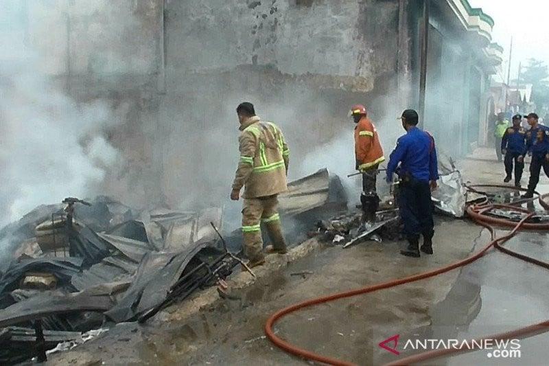 Terdengar Ledakan dari Gudang Limbah yang Terbakar di Bekasi - JPNN.com