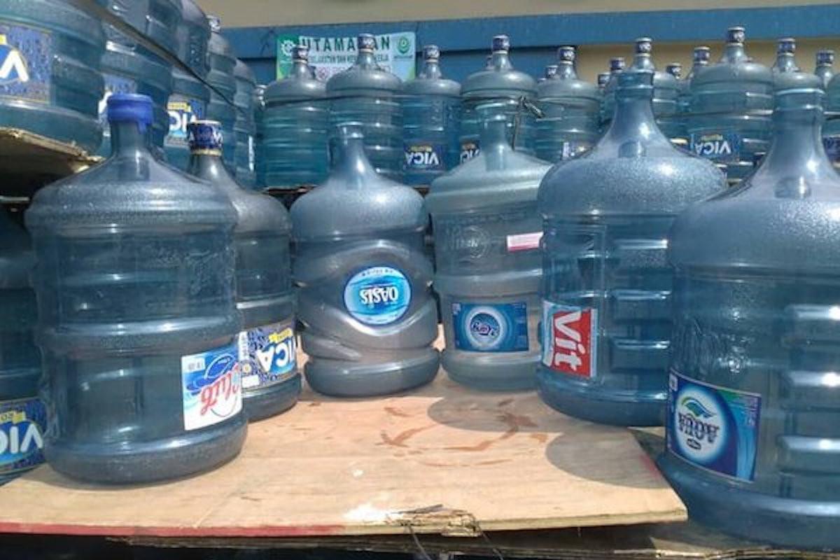 Kurangi Sampah Plastik, Industri Air Minum Kemasan Diminta Pakai Galon Guna Ulang - JPNN.com