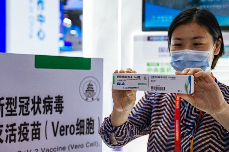 Perusahaan Tiongkok Pamerkan Vaksin COVID-19, Warga Langsung Menyerbu - JPNN.com