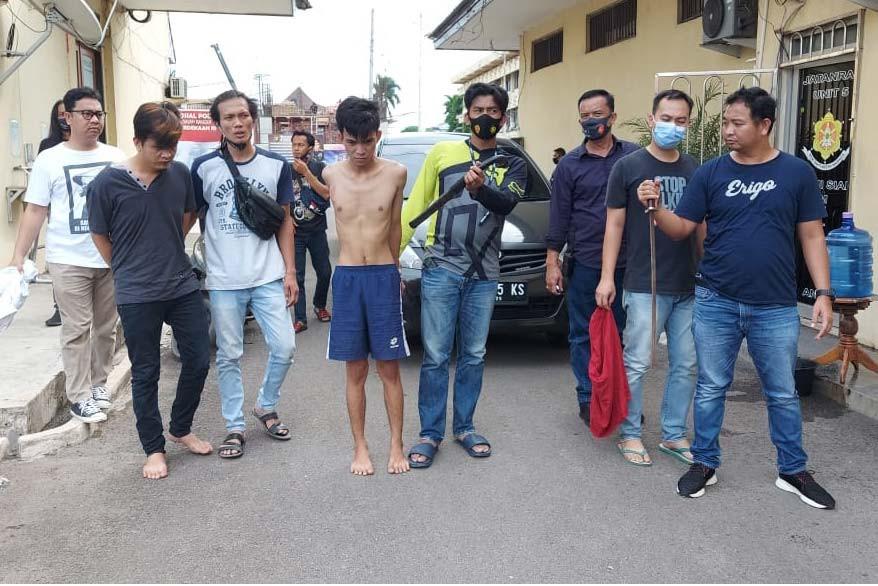 Ditangkap Polisi, Perampok Bersenjata Parang Ini Berkelit Mau Kembalikan Hasil Rampasan - JPNN.com