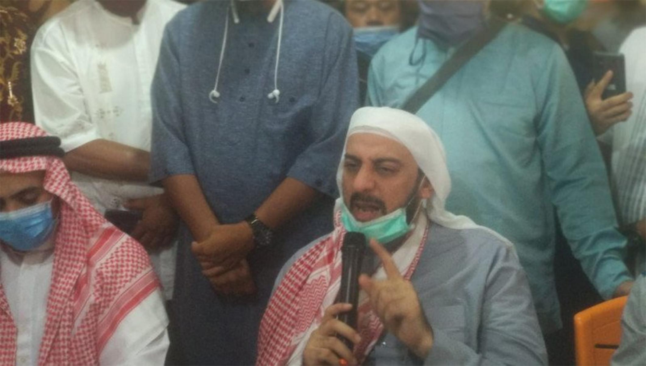 Syekh Ali Jaber Tidak Percaya Orang yang Menusuknya Gila - JPNN.com
