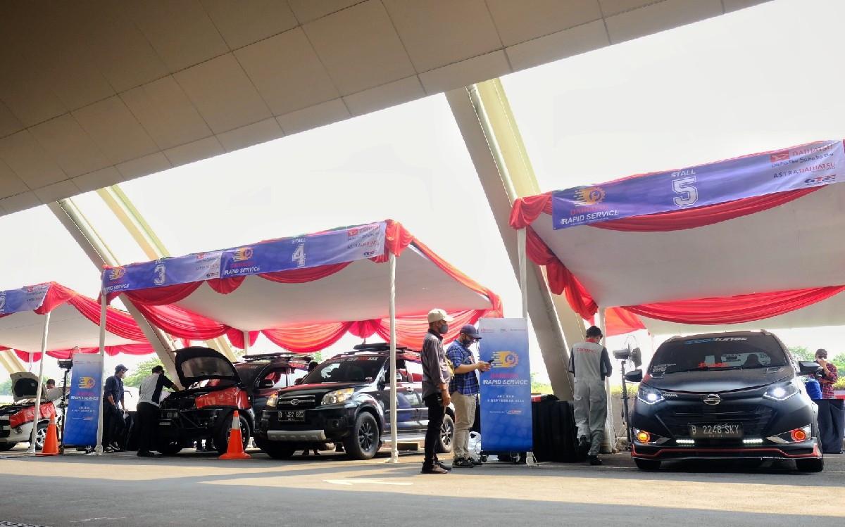 Konsep Servis Drive Thru Daihatsu Sukses Sedot Puluhan Pelanggan - JPNN.com