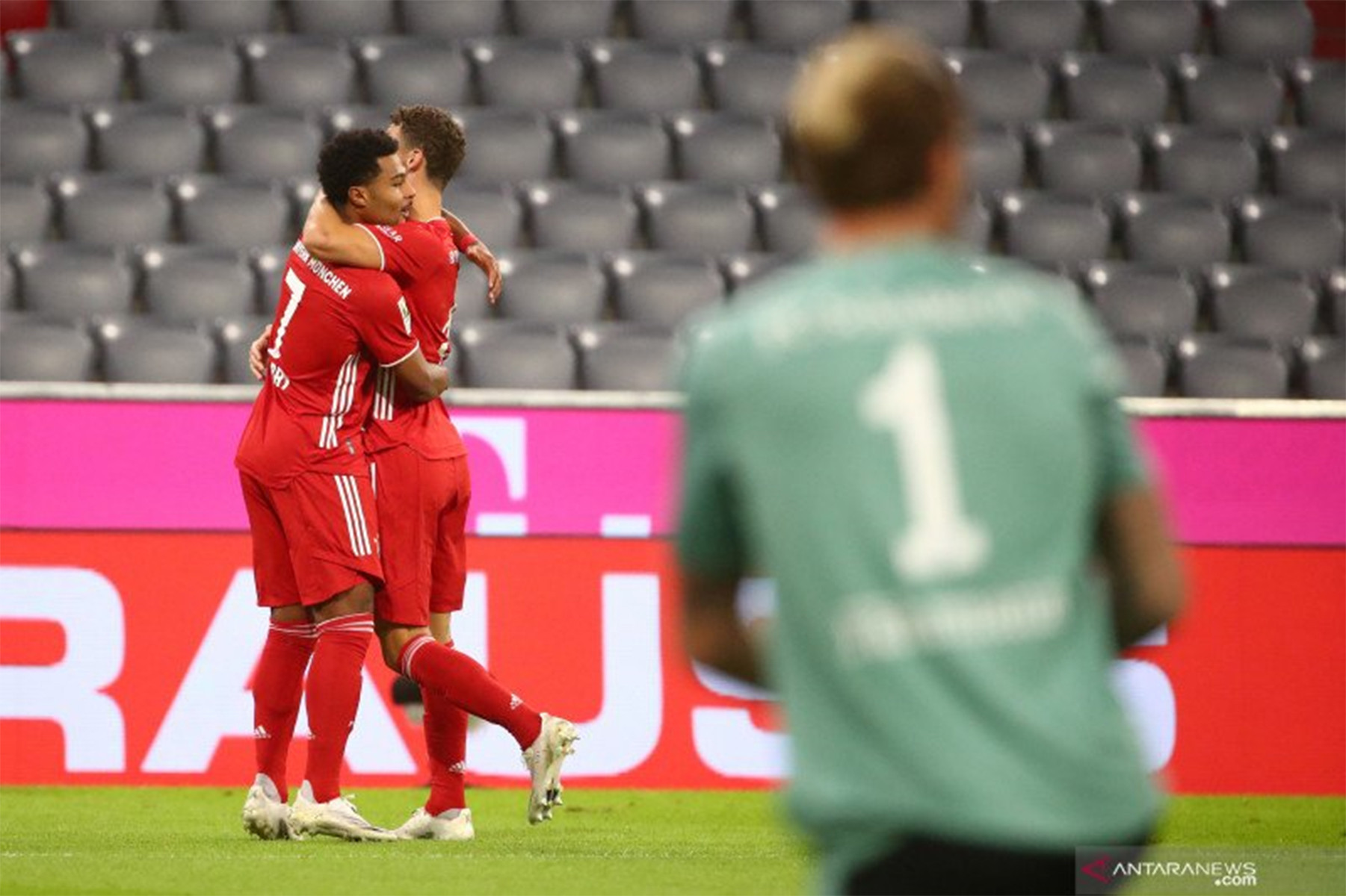 Gila! Bayern Muenchen Hantam Schalke dengan 8 Gol - JPNN.com