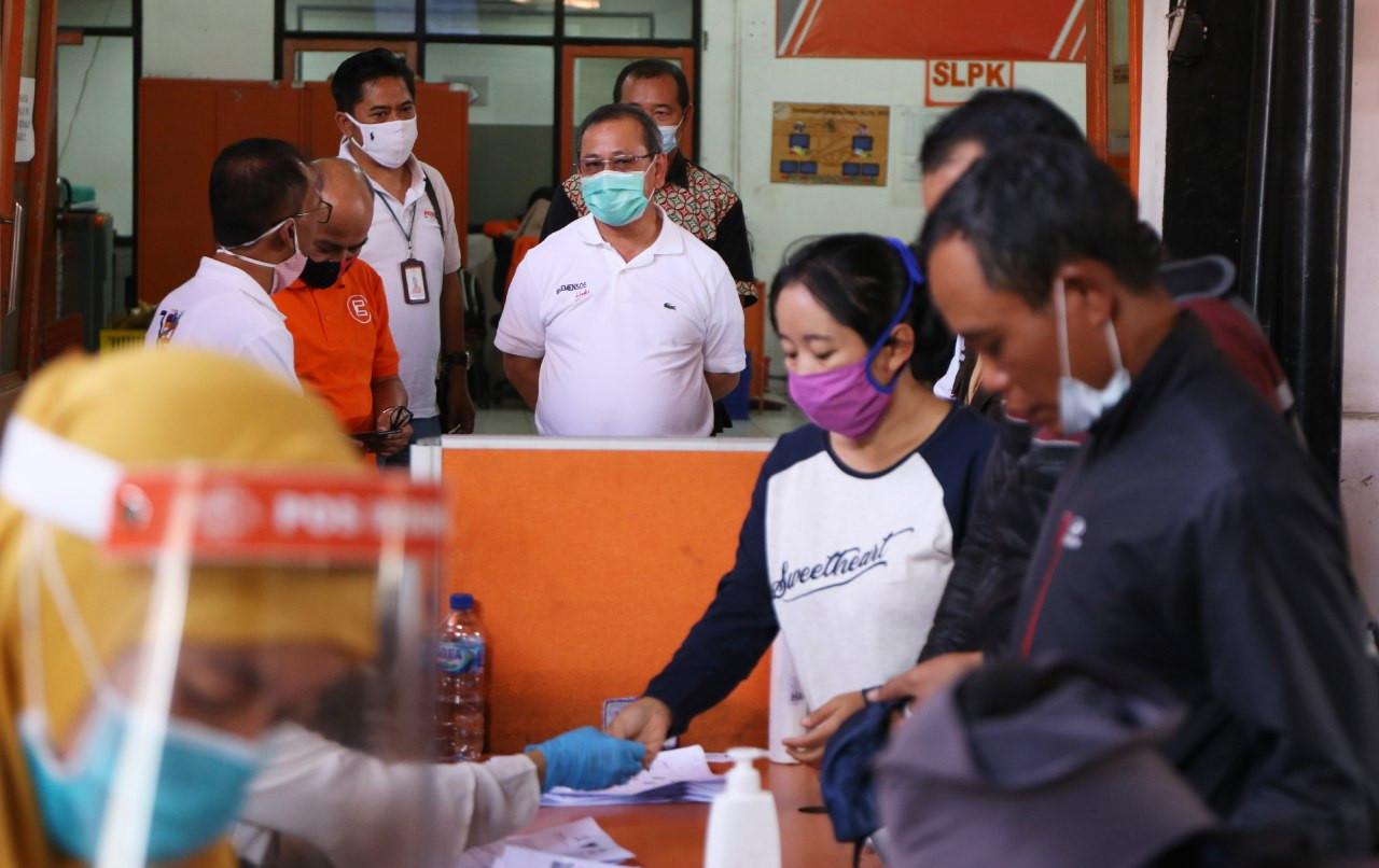 Dirjen PFM Kemensos Pantau Penyaluran BST di Kantor Pos Cimahi - JPNN.com