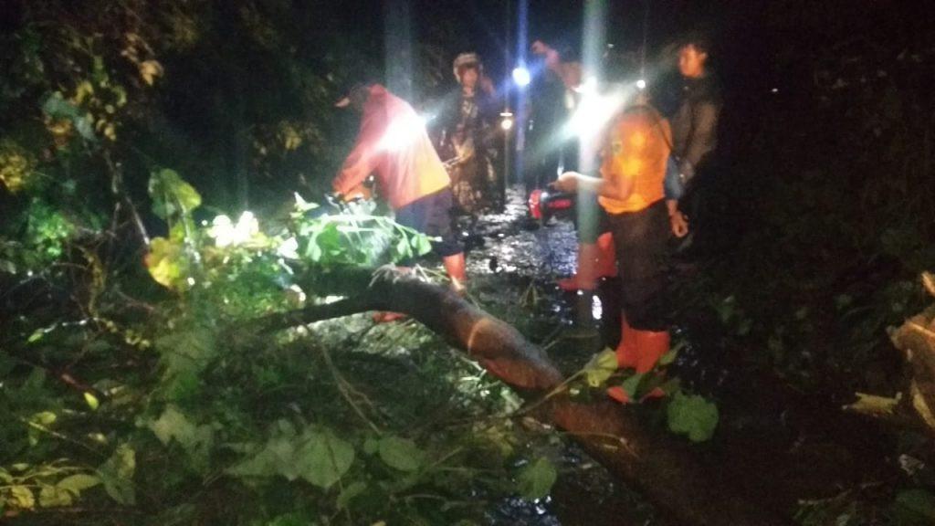 Bogor Hujan Deras, Tujuh Orang Terseret Longsor - JPNN.com