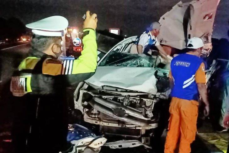 Innova vs Tronton di Tol Sumo, Tiga Nyawa Melayang, Lihat Kondisi Mobilnya - JPNN.com