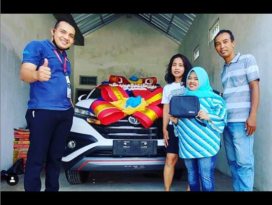 Perjuangan Kekeyi Berbuah Manis, Bisa Hadiahi Ibunda Mobil Baru - JPNN.com