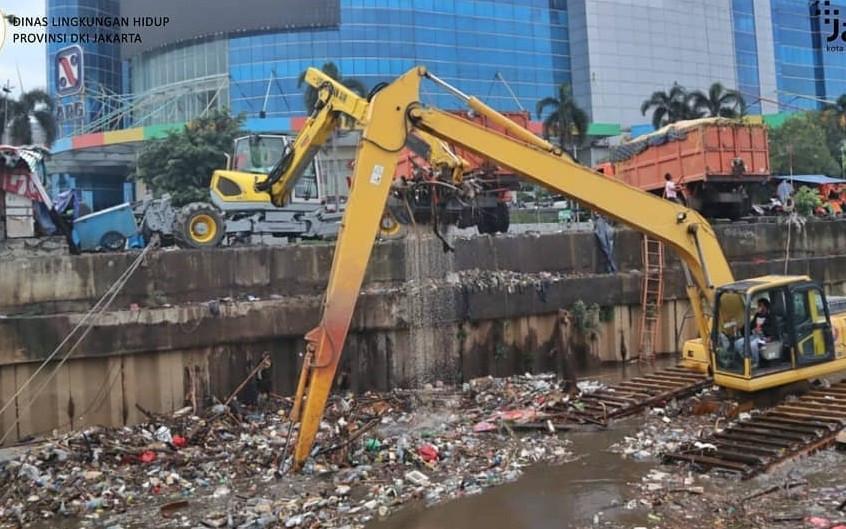 Ternyata Ini Jenis Sampah yang Dibuang Pengendara Mobil ke Kalimalang, Ya Ampun - JPNN.com