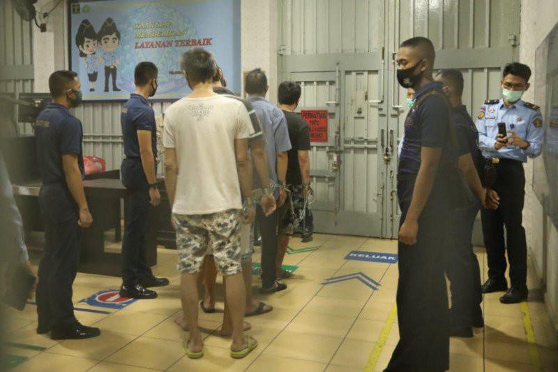 30 Orang Diangkut ke Pulau Nusakambangan, Lihat Fotonya - JPNN.com