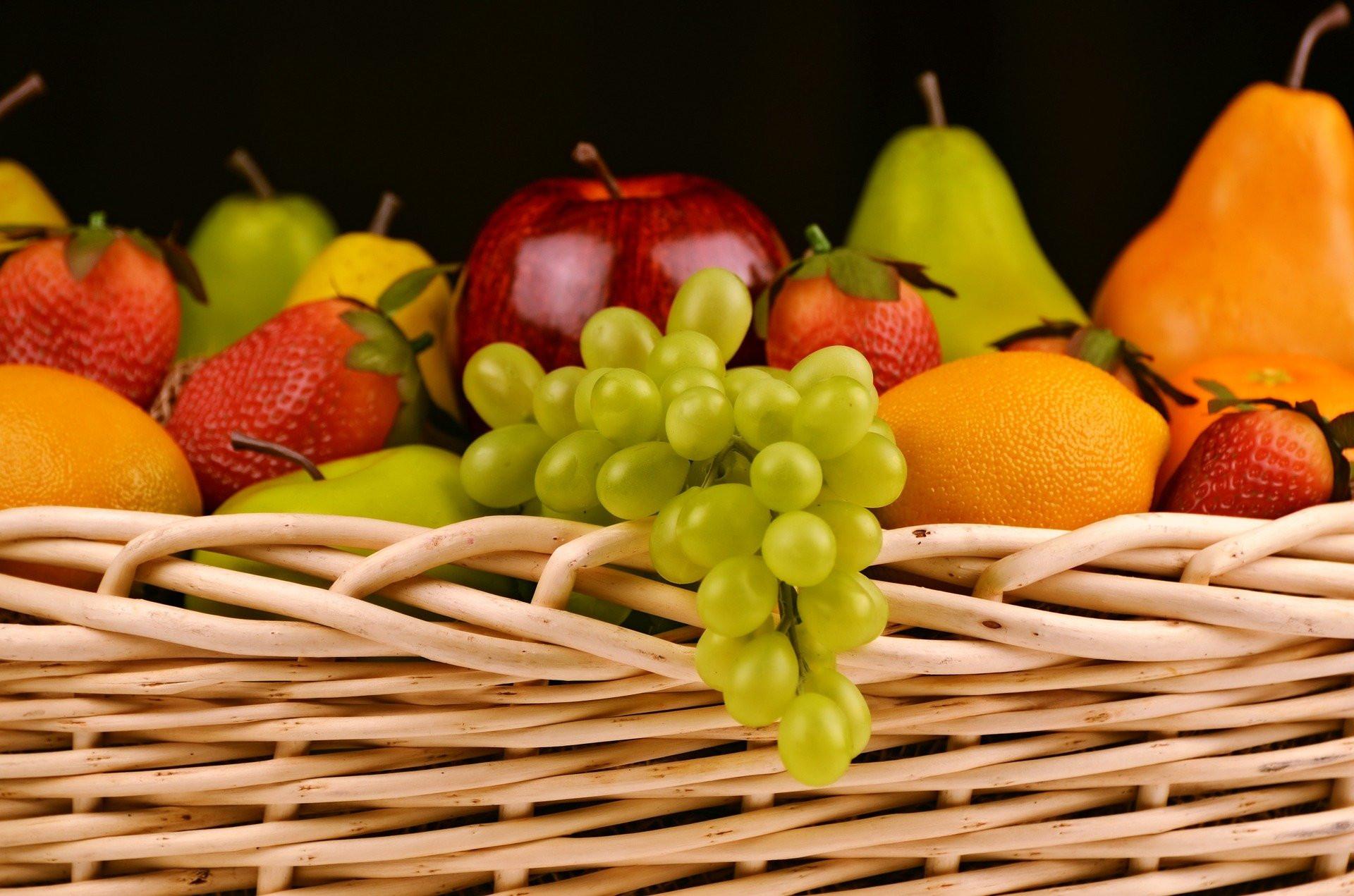 6 Buah Rendah Kalori yang Baik untuk Bantu Turunkan Berat Badan - JPNN.com