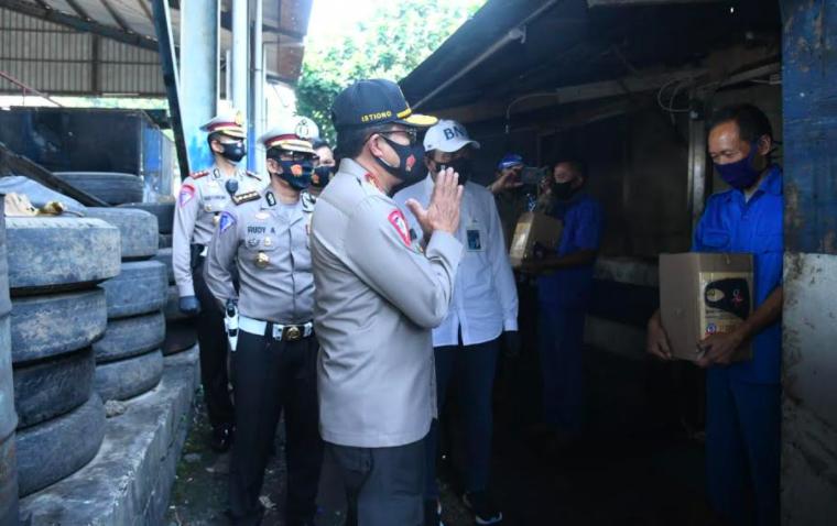 Jenderal Bintang Dua ini Khusus Bawa Bantuan untuk Sopir Bus dan Kernet - JPNN.com