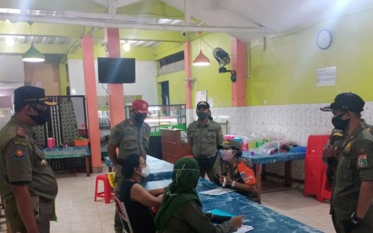 Langgar PSBB, 7 Rumah Makan di Kramat Jati Dipaksa Tutup Tiga Hari - JPNN.com