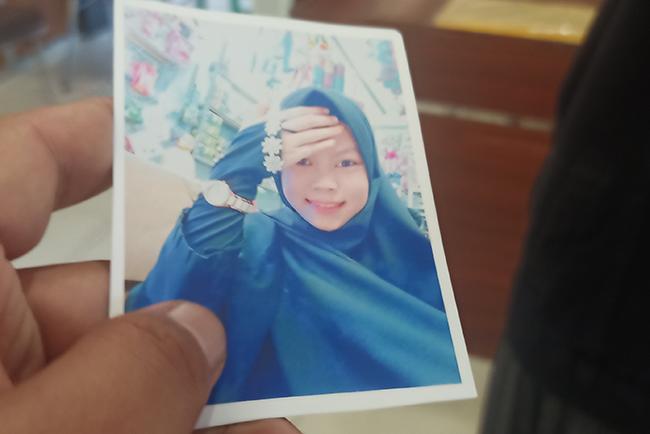 Pamit Kerja, Elvia Ramadani Sudah 16 Hari Hilang, Ibu: Pulang lah, Nak, Kami Menunggumu di Rumah - JPNN.com