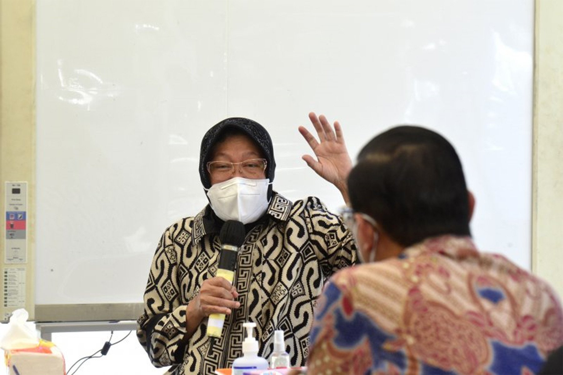 Pilkada Surabaya Memanas, Ada yang Pengin Hancurkan Risma Sekarang Juga - JPNN.com