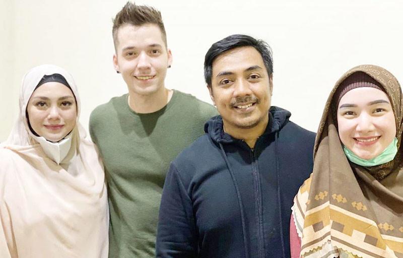Celine Evangelista dan Stefan William Diisukan Pisah Rumah, Ustaz Riza Bilang Begini - JPNN.com