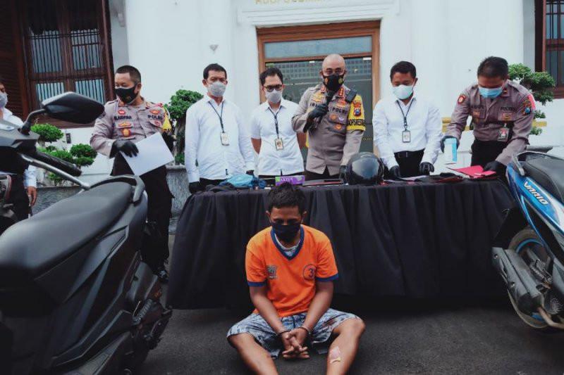 Sugeng Pakai Pisau, Anak Buah Jhonny Edison Bawa Pistol, Ya Sudah - JPNN.com
