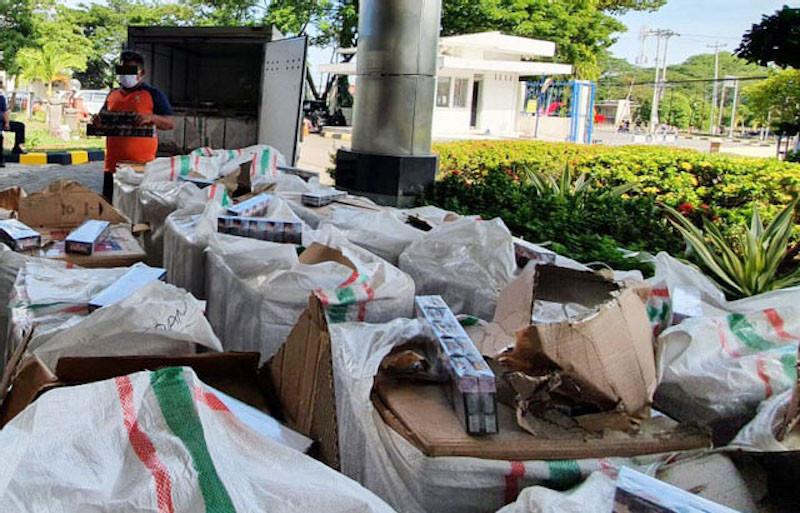 Petugas Bea Cukai Gagalkan Jutaan Batang Rokok Ilegal di Kudus dan Demak - JPNN.com