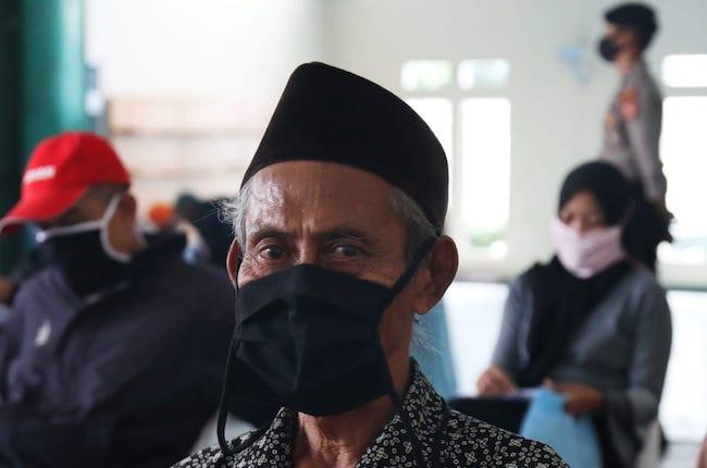 Kantor Pos Padang Perketat Prokes Saat Menyalurkan BST Gelombang Dua - JPNN.com