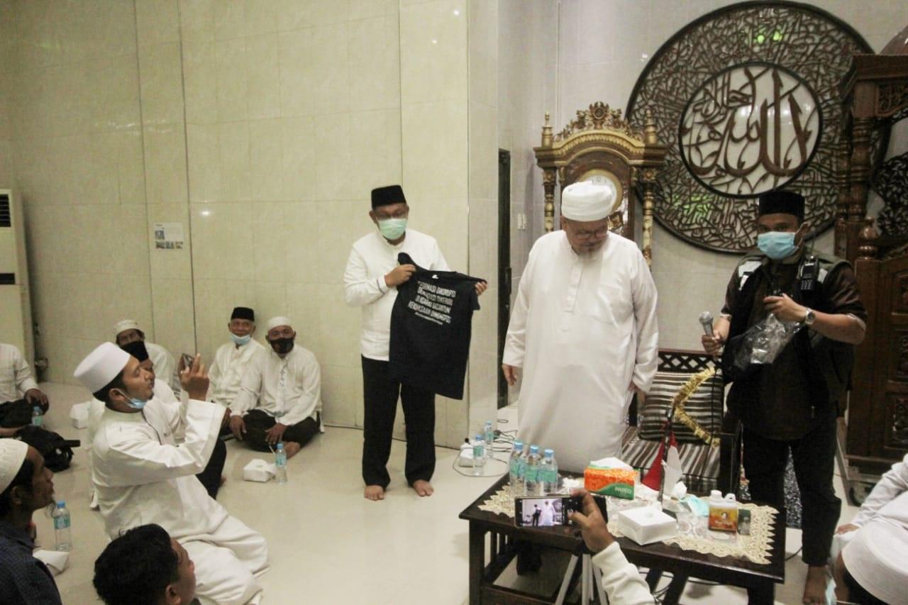 Ada Kaus Sindiran dari Ustaz Tengku Zul untuk Rival Menantu Jokowi di Medan - JPNN.com