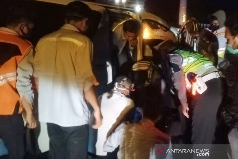 Ayo Mengaku, Siapa Tabrak Mobil Hanafi bin Amien Rais? - JPNN.com