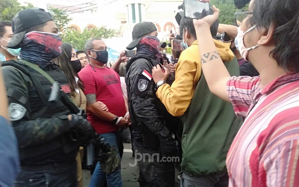 Muncul di Polda Metro Jaya, John Kei Bicara soal Kasusnya dan Uang Rp 1 M jadi Rp 2 M - JPNN.com