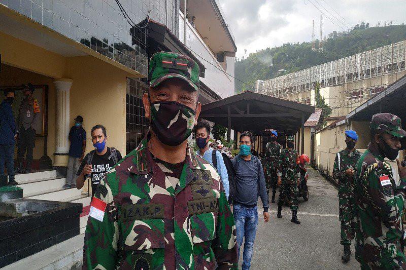 KKB Menyerang Kendaraan Militer, 3 Prajurit TNI Terluka - JPNN.com