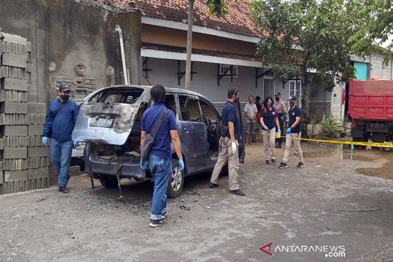 Perempuan yang Tewas Terbakar Dalam Mobil Xenia Itu Ternyata Yulia Asal Wonogiri - JPNN.com