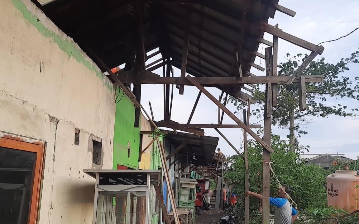 Jaringan PLN dan Telkom di Bekasi Terputus - JPNN.com