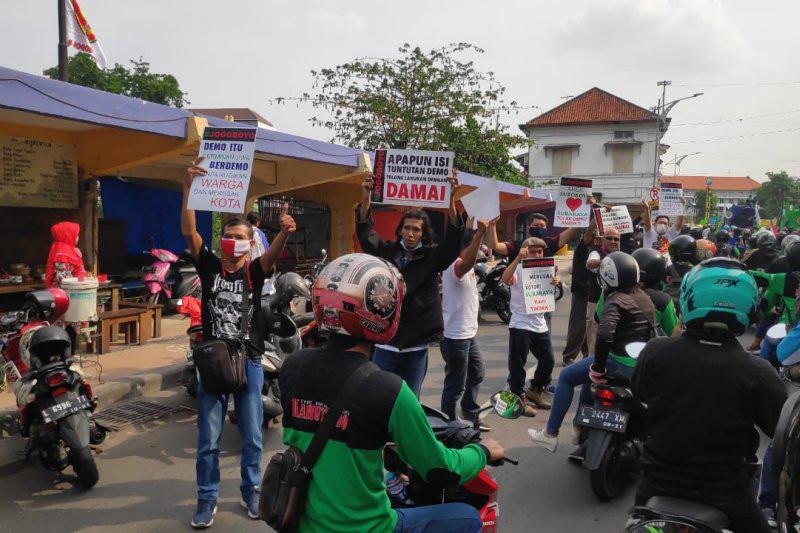 Komunitas Jogoboyo Berkumpul di Jembatan Merah Surabaya, Lihat Aksinya! - JPNN.com