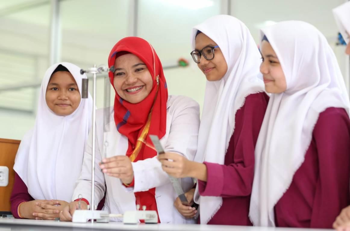Sekolah Teuku Nyak Arif Fatih Gelar EduFair 2020, Memperkenalkan Beragam Universitas kepada Siswa - JPNN.com