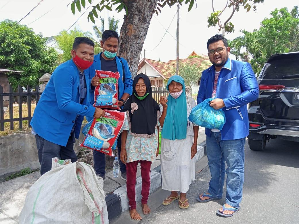 Di Hari Sumpah Pemuda KNPI Salurkan Ribuan Paket Sembako ke Daerah - JPNN.com