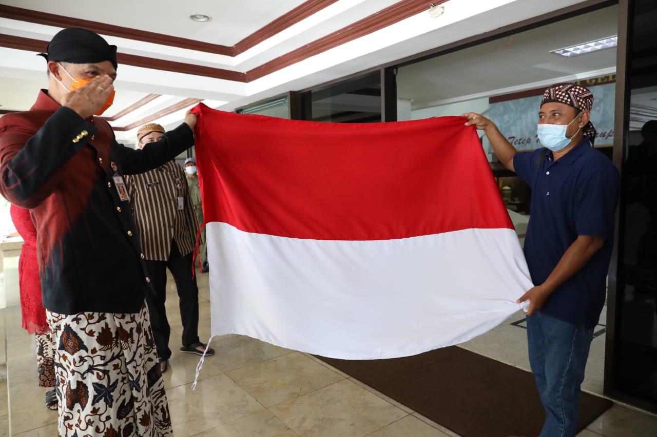 Ganjar Pranowo Diadang Eks Napi Terorisme Jelang Upacara Sumpah Pemuda, Langsung Hormat - JPNN.com