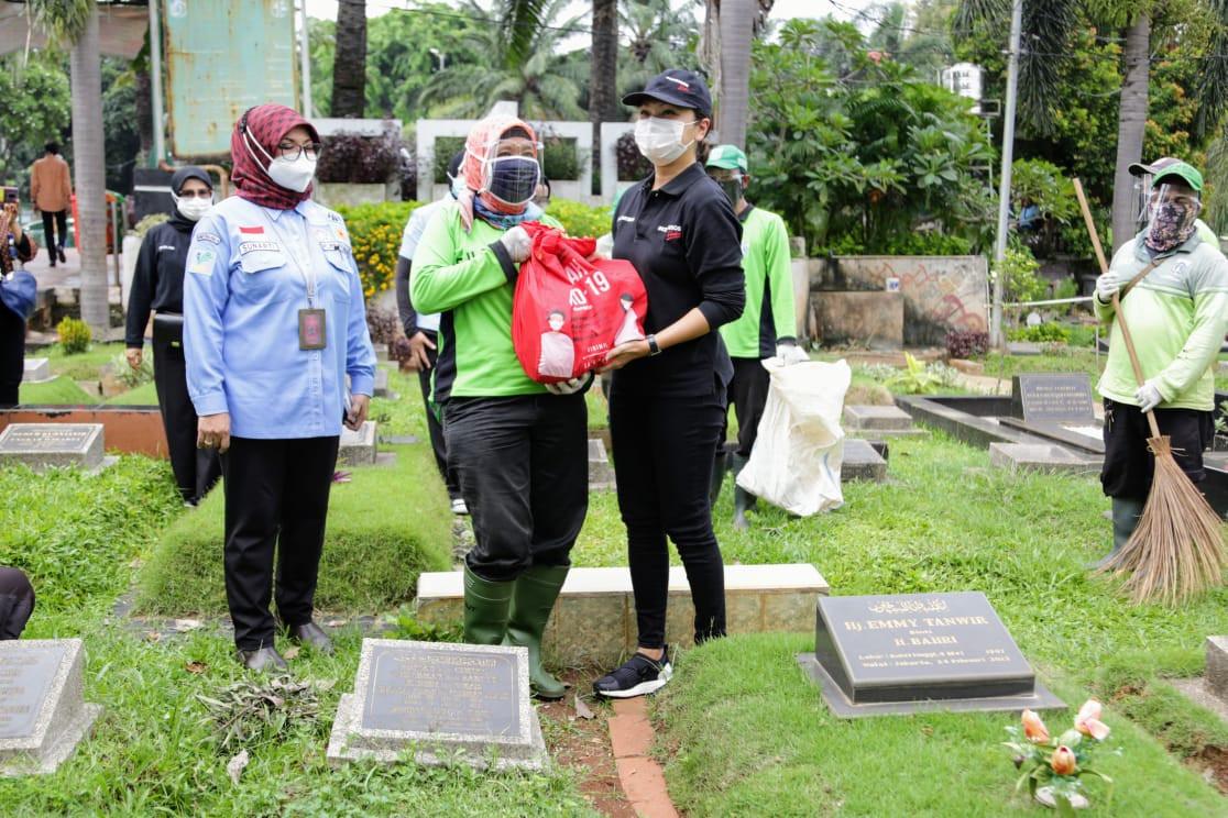 Alhamdulillah, Petugas Pemakaman Terdampak Pandemi di DKI Dapat Bantuan Kemensos - JPNN.com