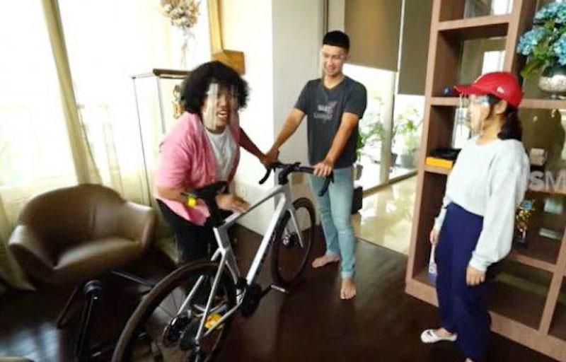 Indra Priawan Koleksi Sepeda Balap, Harganya Fantastis - JPNN.com