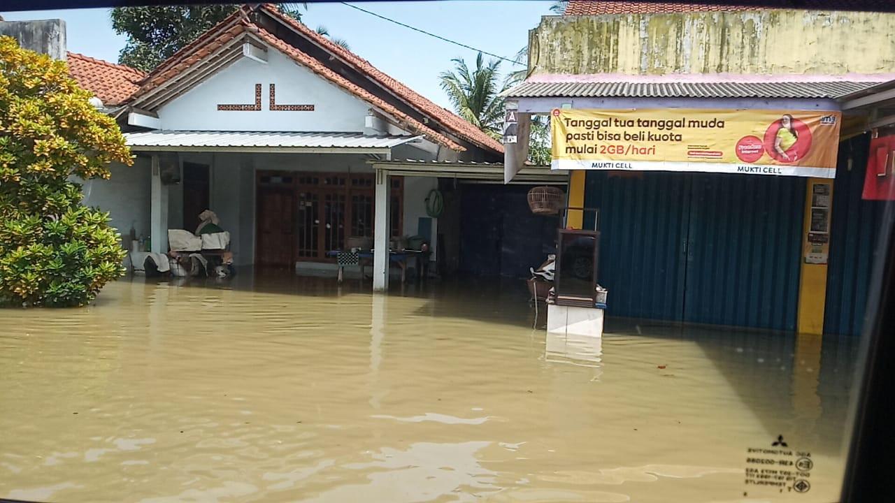 Banjir Cilacap Meluas dan Rendam Ribuan Rumah, Warga Positif Covid-19 Dievakuasi - JPNN.com