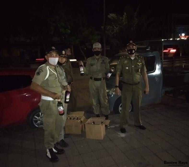 PKL Berbuat Maksiat di Depan Masjid, Kedoknya Jualan Kopi, Keterlaluan - JPNN.com