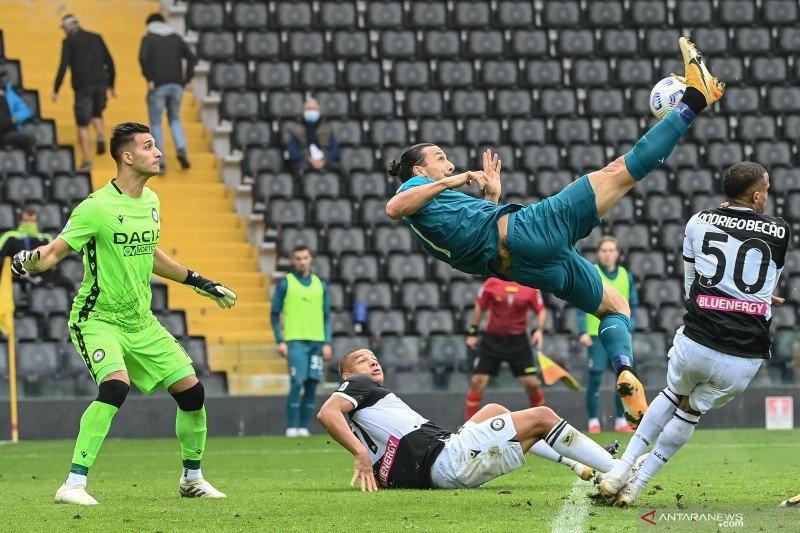 Lihat Nih Tendangan Akrobatik Ibrahimovic, Keren Banget! - JPNN.com