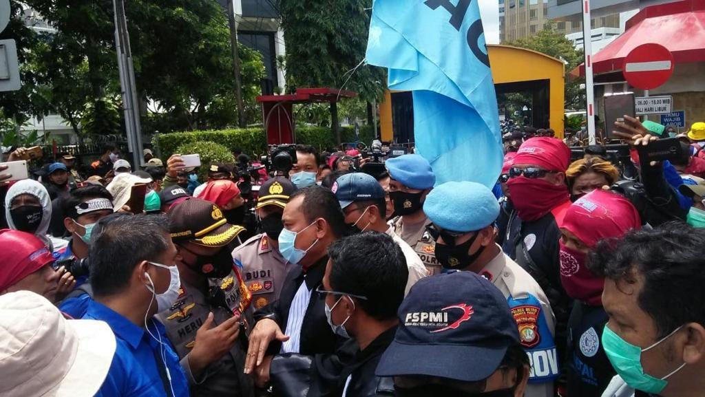 Gelar Demo pada Masa Ramadan, Buruh di Jatim Suarakan Pembayaran THR - JPNN.com Jatim