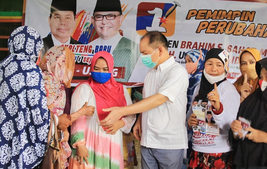 Ibu-Ibu Merasakan Manfaat dari Program Kartu Kalteng Sejahtera Ben-Ujang - JPNN.com