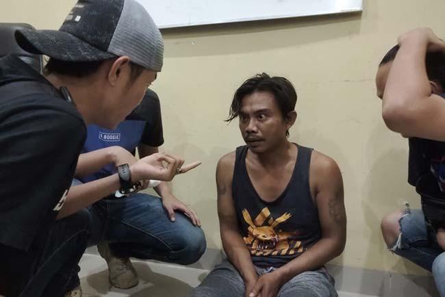 Pelarian Perampok Tauke Kopi Berakhir, Langsung Ditembak di Kaki, Lihat Wajahnya - JPNN.com