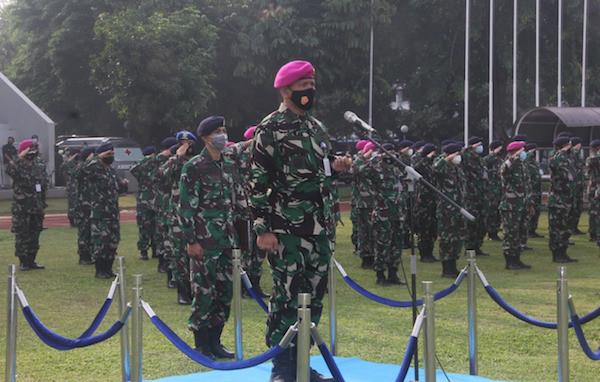 Kolonel Marinir Umar Farouq Berdiri di Depan Pasukan, Ada Momen 60 Detik - JPNN.com