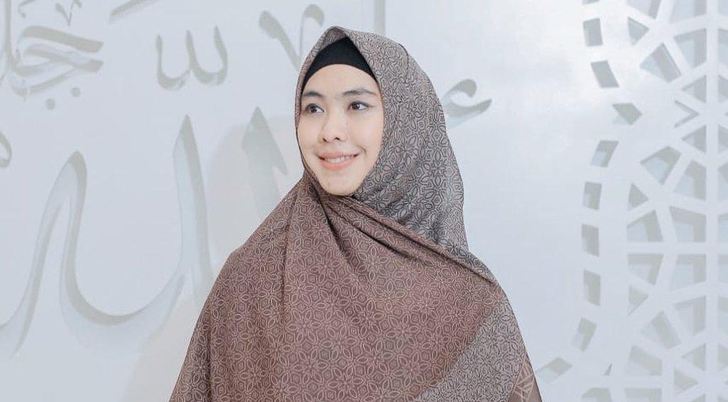 Reaksi Oki Setiana Dewi Digosipkan Jadi Istri Ketiga Mendiang Uje - JPNN.com