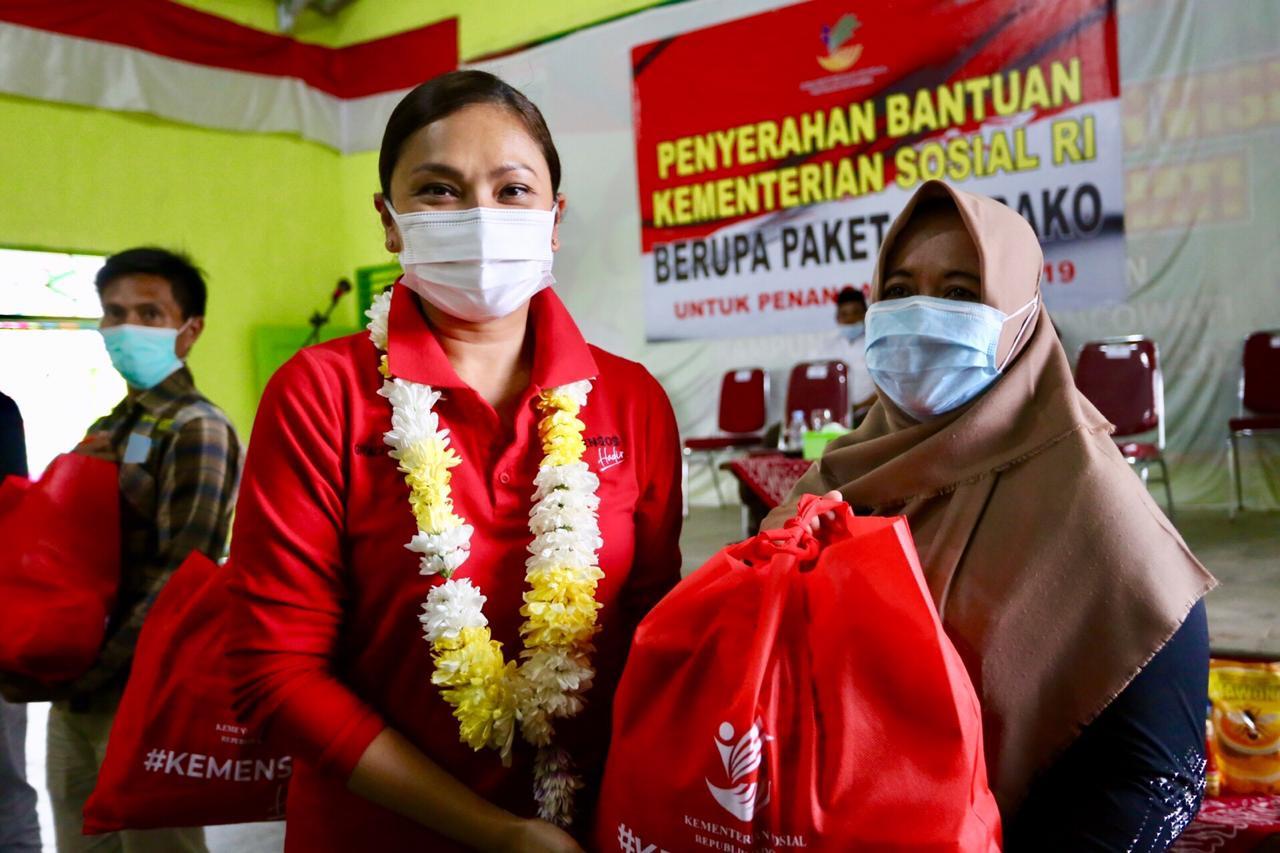 Kemensos RI Salurkan Sembako Rp 900 Juta di Lampung - JPNN.com