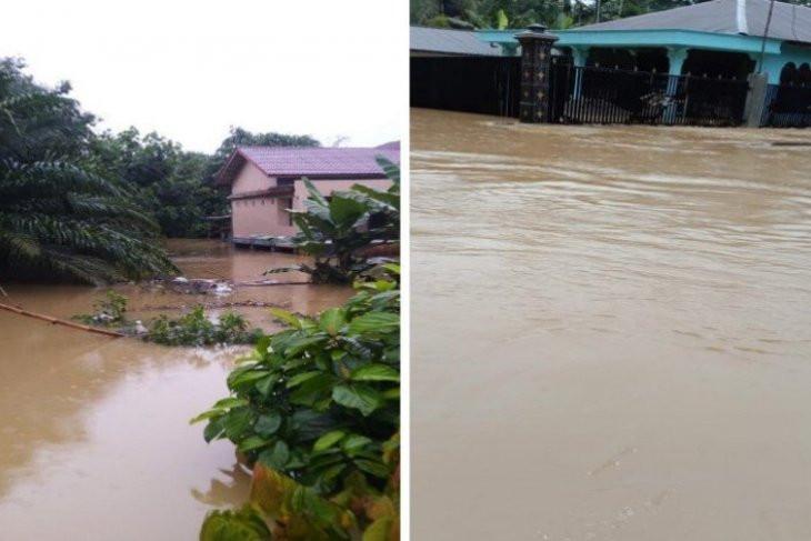 Sungai Meluap, Lebih Seribu Rumah di Langkat Terendam Banjir - JPNN.com