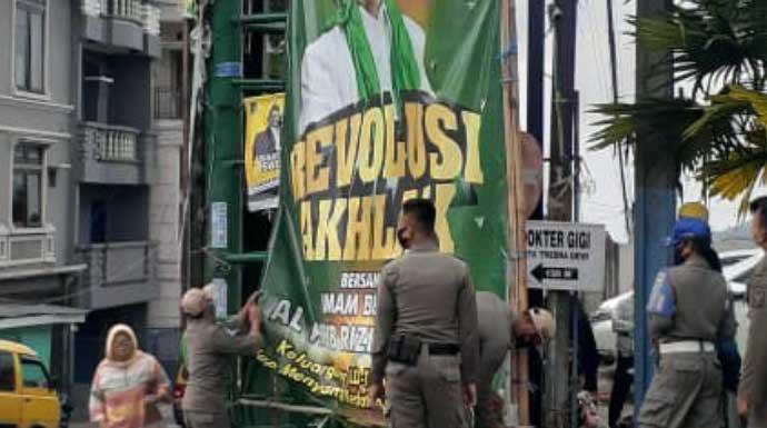 Baliho Habib Rizieq di Kota Santri Ikut Dipreteli, Hendri: yang Melanggar Kami Tindak - JPNN.com